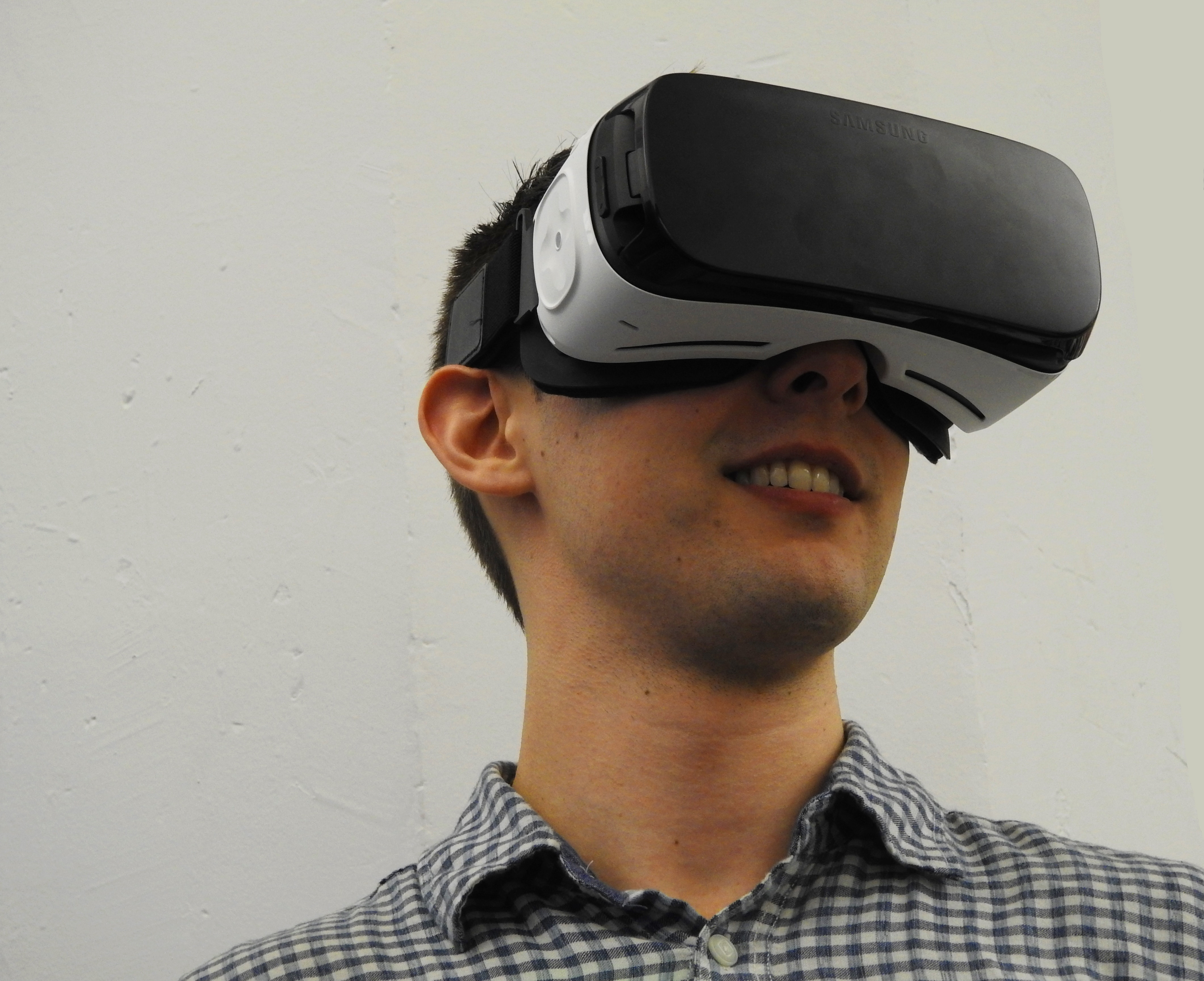 Read more about the article Consumer AR and VR Adoption: Guest Post by Charlie Fink
