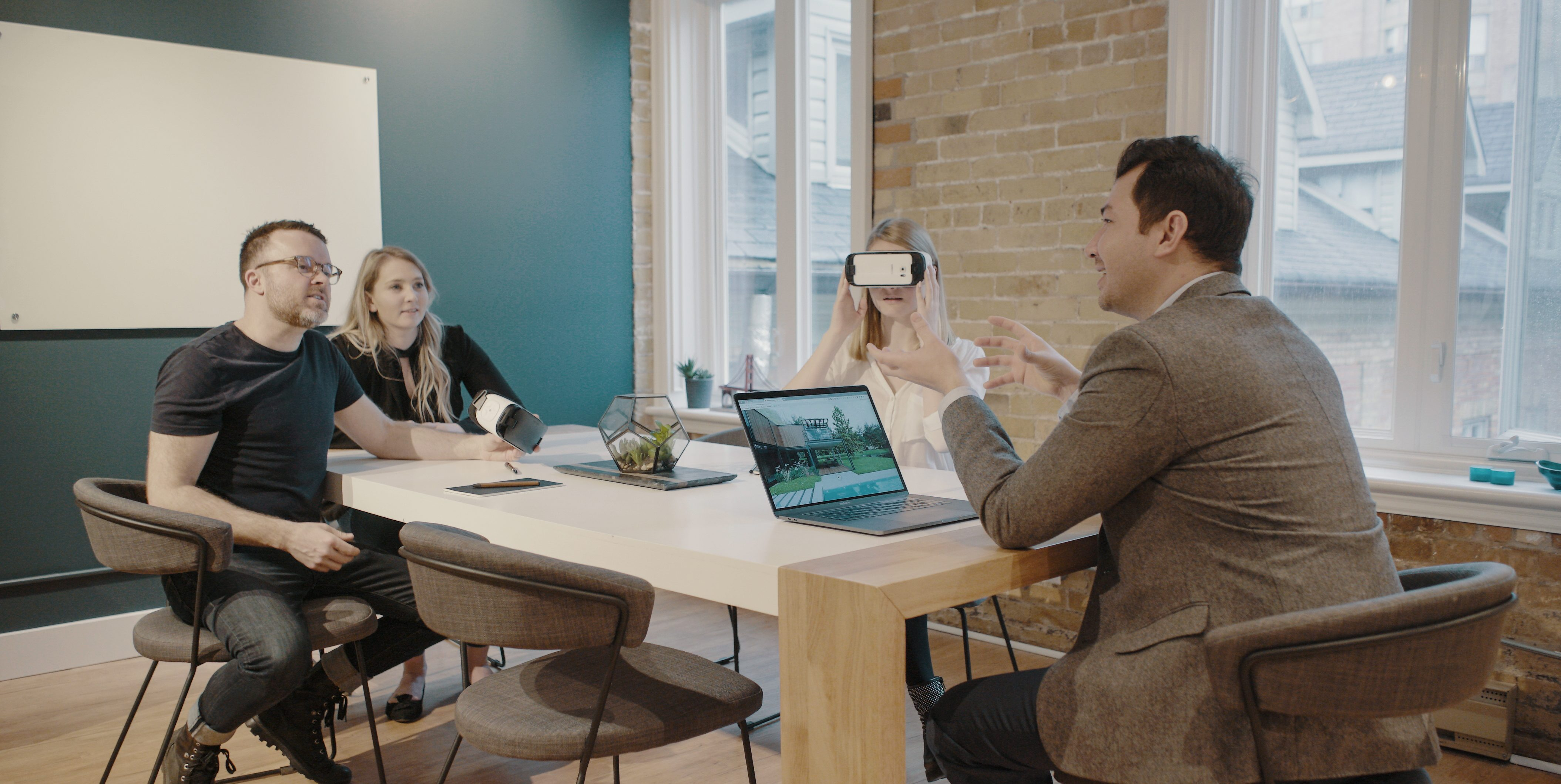 Read more about the article How VR is Changing Business | Guest post by Instageeked